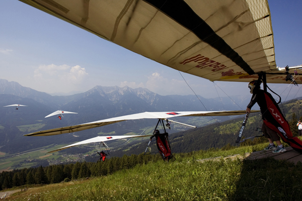 Corinna Schwiegershausen - hang gliding action